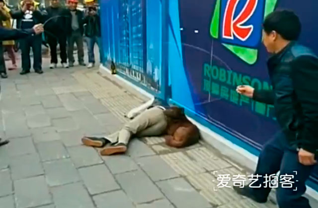 perro-protege-familiar-borracho-china